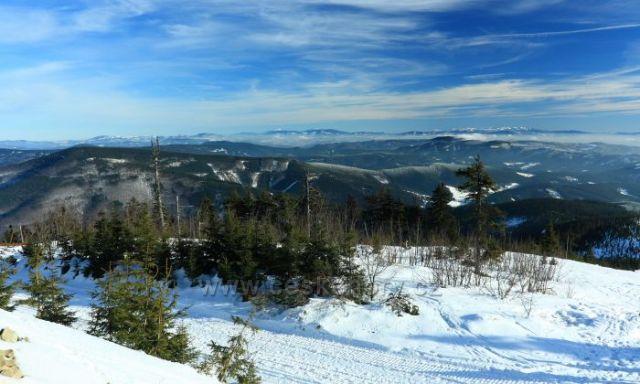 panorama z Lysé hory směr Travný a Babí hora