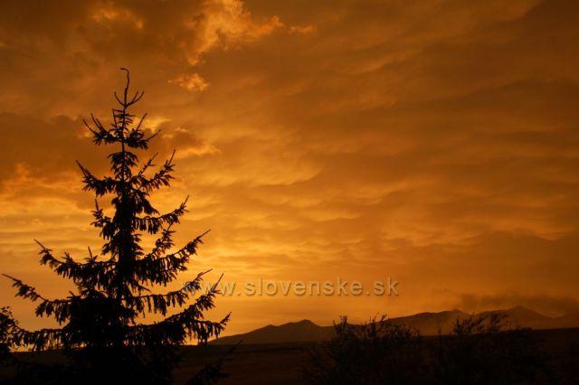 Večer po bouřce-pohled ze Štrby na Západní Tatry