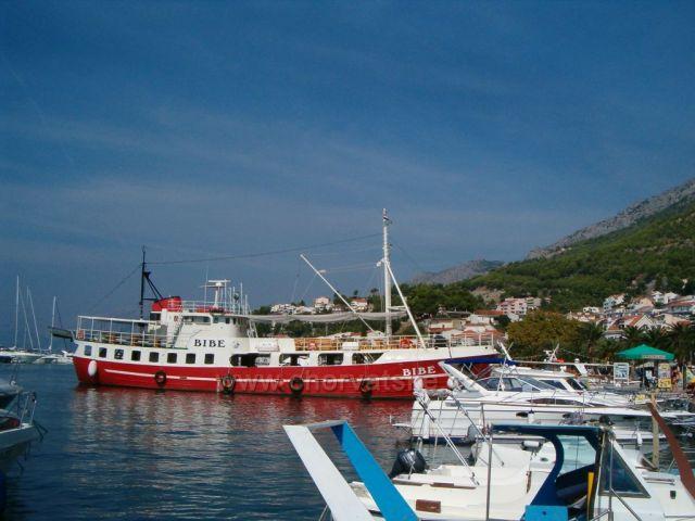 Baško Voda-Výletní loď BIBE