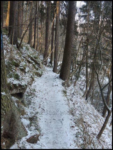 pěšina Bezručovo údolí