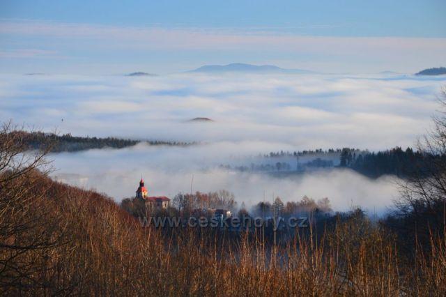 Pohled z Babí směrem na Polsko při nádherné ranní inverzi.