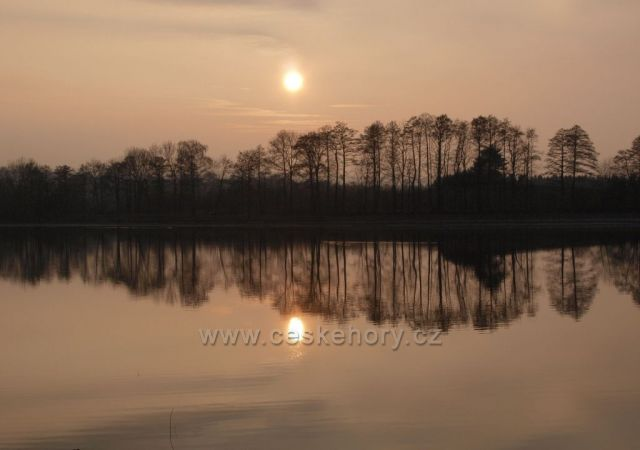 Jarní podvečer u Havlovických rybníků.
