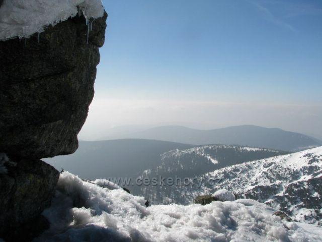 Výhled z Harrachových kamenů.
