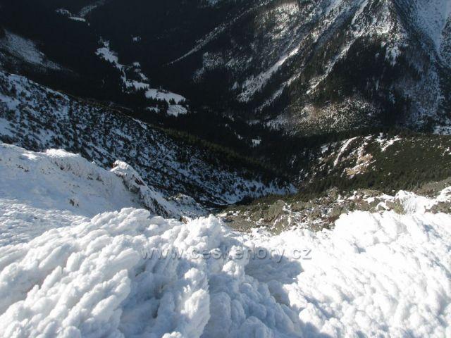 Pohled ze Sněžky do Obřího dolu.