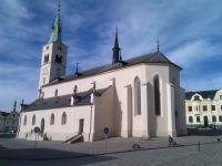 Nově opravený kostel sv. Markéty na náměstí v Kašperských Horách