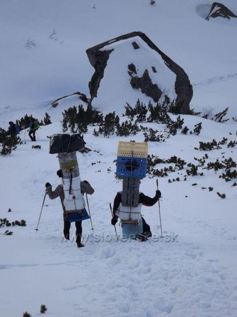 ...nosiči z Téryho chaty/marec 2014