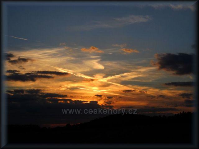 Západ slunce v podhůří orlických hor