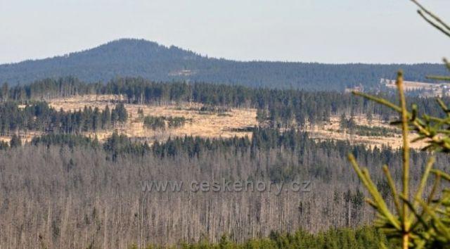Sokol (Antýgl) a Modravská hora od hranic.