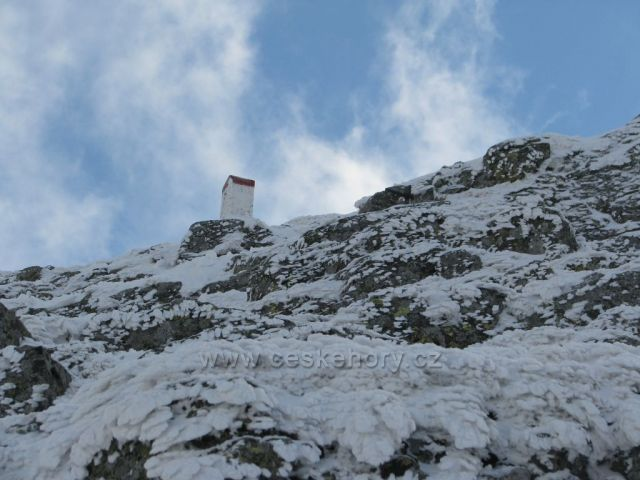Hraniční kámen na Sněžce.