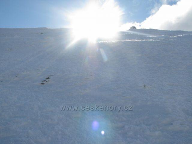 sluneční záře na vršku Sněžky.