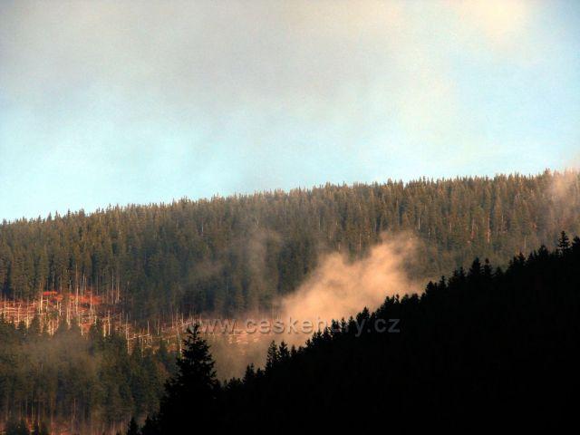 Brzké dopoledne v Peci pod Sněžkou.
