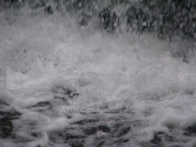 Splav na řece Úpě.