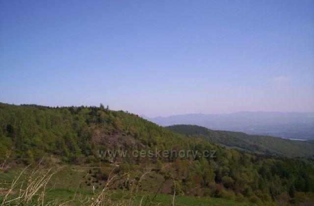 Pohled z Krušných hor do údolí