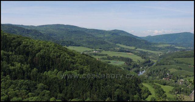 Pohled z Mravenčáku na Okounov a Ohři