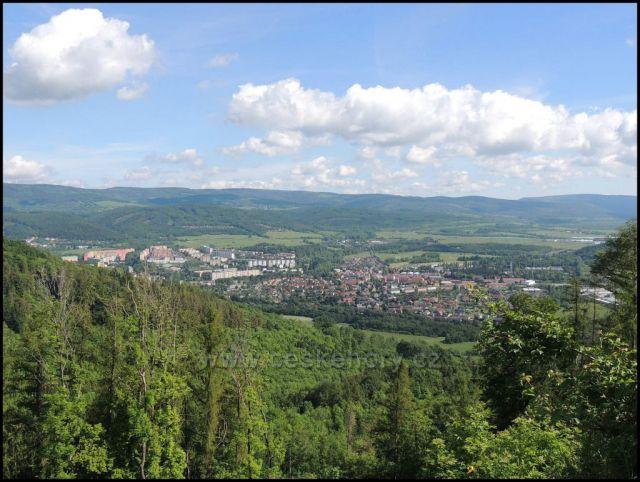 Pohled z Mravenčáku na Klášterec nad Ohří