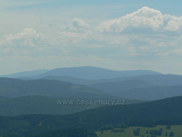 Foto z rozhledny na Borůvkové hoře v Rychlebských horách na Praděd