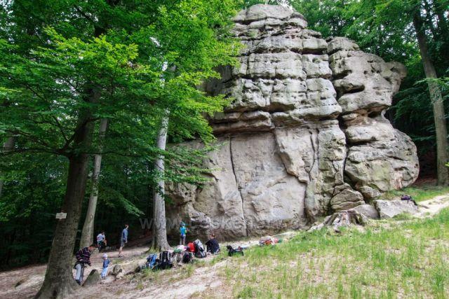 Kozel - pískovcový skalnatý blok na hlavním hřebenu Chřibů.