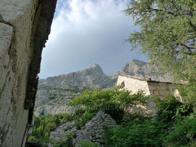 Domy v Topići