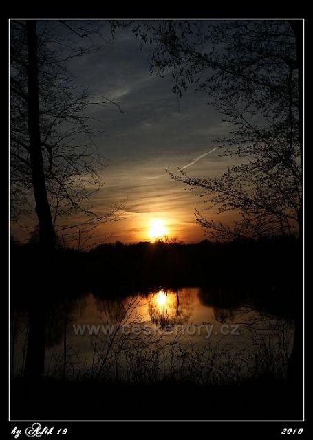 Západ slunce v Ostružně ... cca 7km od v.n.Seč směr Borek (Vilémov)