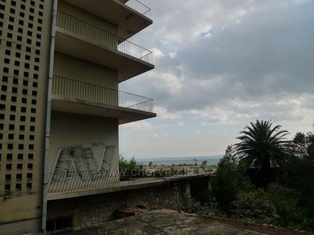 Smutná záležitost, zdevastovaný hotel Jadran v Tučepi