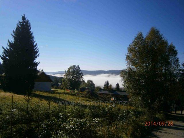 ranní mlžný opar nad Lipenskou přehradou