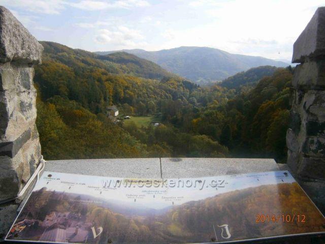 výhled z věže na Doupovské hory