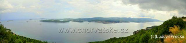 Este jedna panorama od kostolika v Podgorji smerom na Korculu