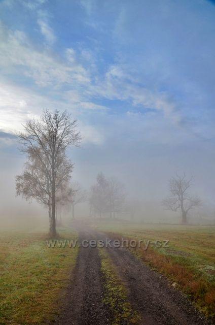Mlhavá podzimní nálada ve Smržovce.