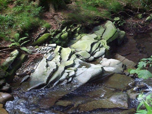 potůčky a potoky průzračné vody