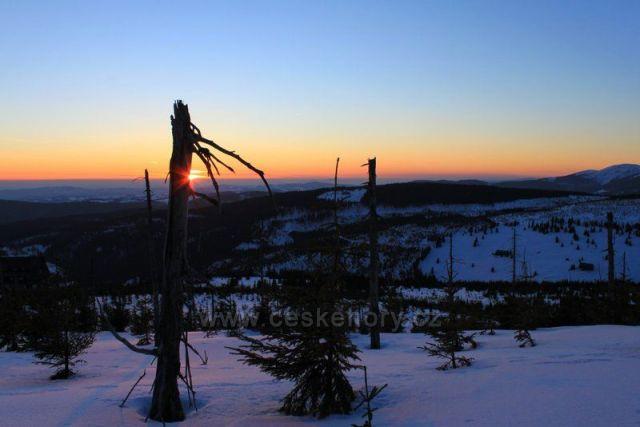 Západ slunce na hřebenech