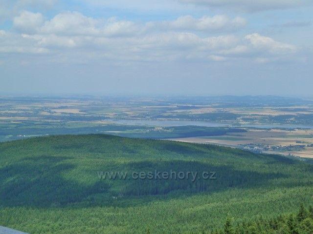 Borůvková Hora -pohled z rozhledny na Otmchowské jezero