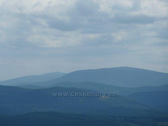 Borůvková Hora - pohled z rozhledny na vzdálený Praděd