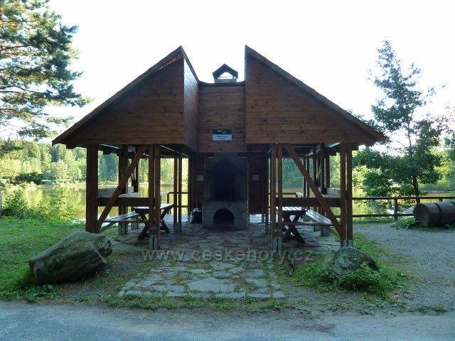 Venušiny misky - turistický přístřešek u rybníka U Dubu