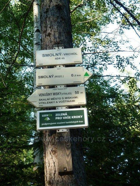 Venušiny misky - turistický rozcestník na vrcholu Smolného