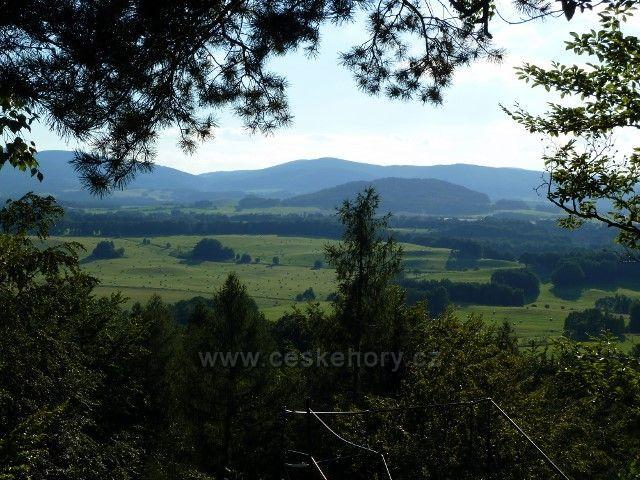 Venušiny misky - pohled z výhledového místa na hraniční pásmo Rychlebských hor