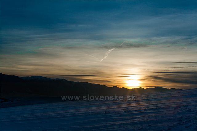 Západ slnka za Nízkymi Tatrami