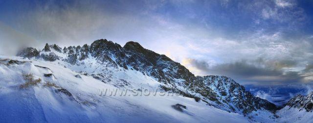 Jedno chladné lednové ráno u Teryho chaty. Na fotce je Lomnický štít.