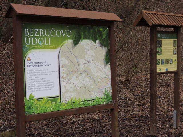 Infocedule u vstupu do Bezručova údolí