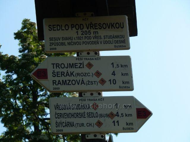 """Turistický rozcestník """"Sedlo Pod Vřesovkou"""""""