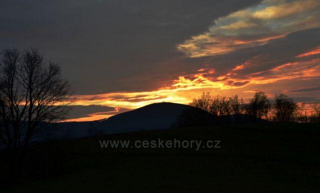 Západ slunce za Velkým Javorníkem 918 m n.m.
