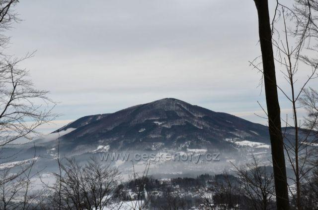 Skalka 964 m n.m. z cesty na Stolovou