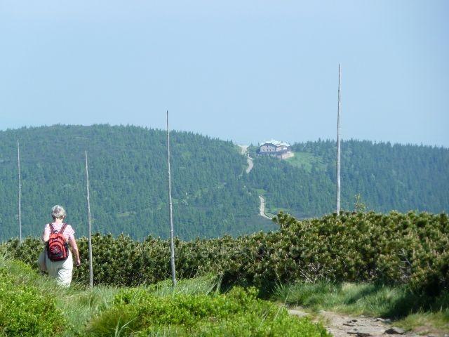 Pohled z Keprníku k chatě Jiřího na Šeráku