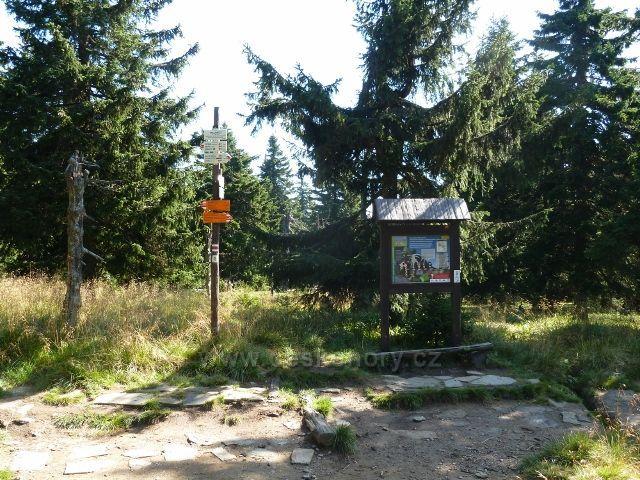 Rozcestí Trojmezí - začátek cesty po žluté TZ na Vozku
