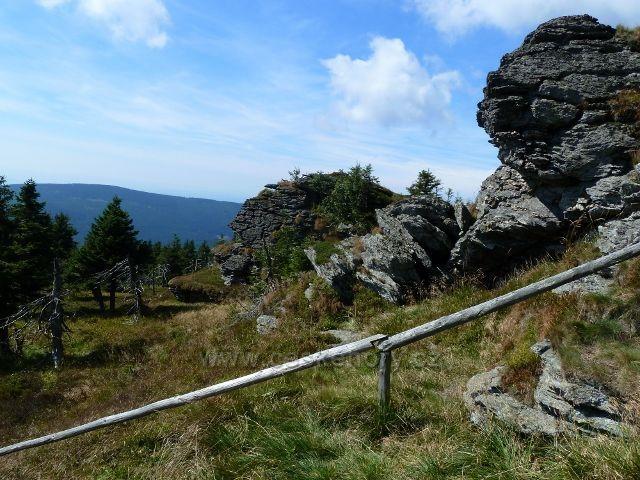 Pod skalnatým vrcholem Vozky