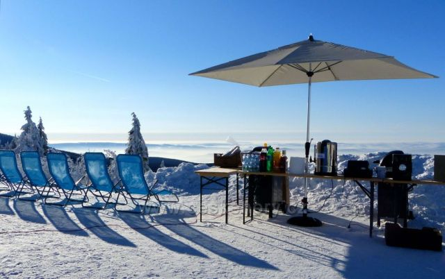 Neklid-občerstvení na sněhu