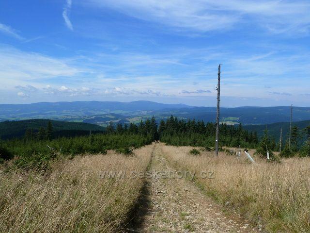 Sestupová cesta po žluté TZ k Volské louce