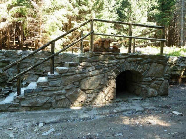 Obnovené základy bývalé sklárny Josefová