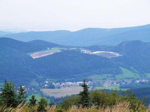 Obří skály - pohled do údolí Lipové a na vápenný lom pod Smrčníkem