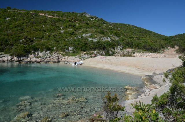 písečná pláž zátoky Šipova