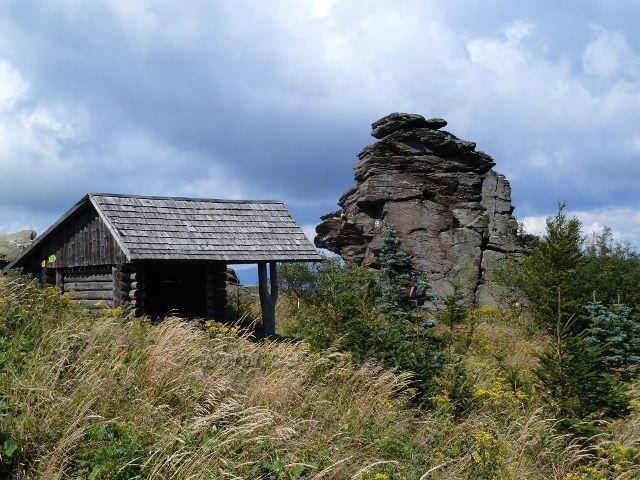Turistický přístřešek u Obřích skal